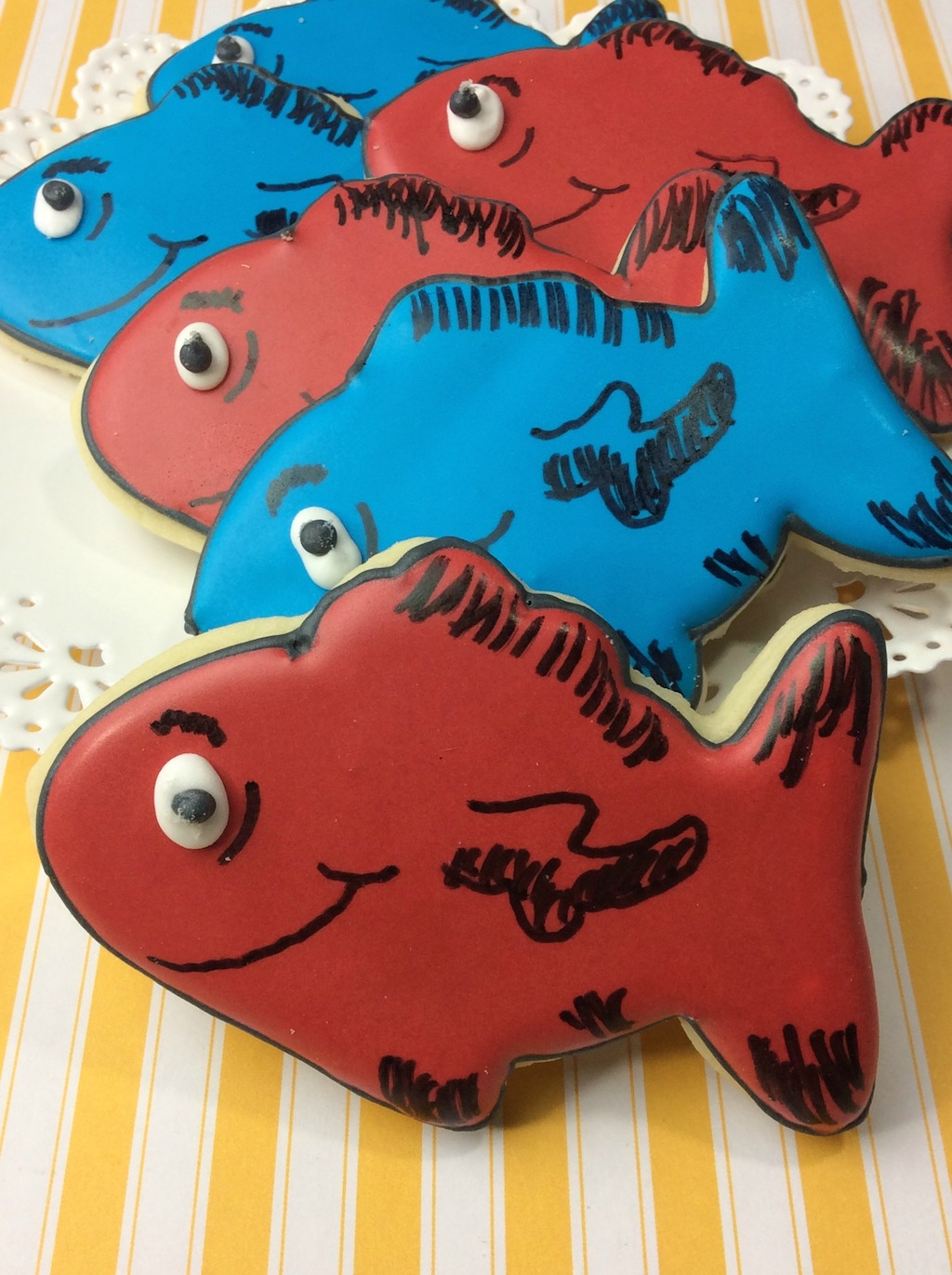 "One Fish Two Fish Red Fish Blue Fish Dr Seuss Pin 1 1//2/"" Pinback Button"
