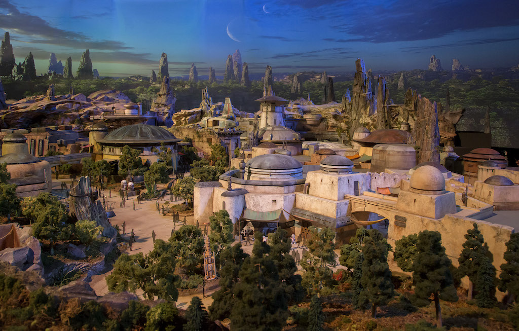 Here's the latest in BRAND NEW Star Wars Land news, Galaxy's Edge to help you plan your next Walt Disney World vacation or trip to Disneyland.