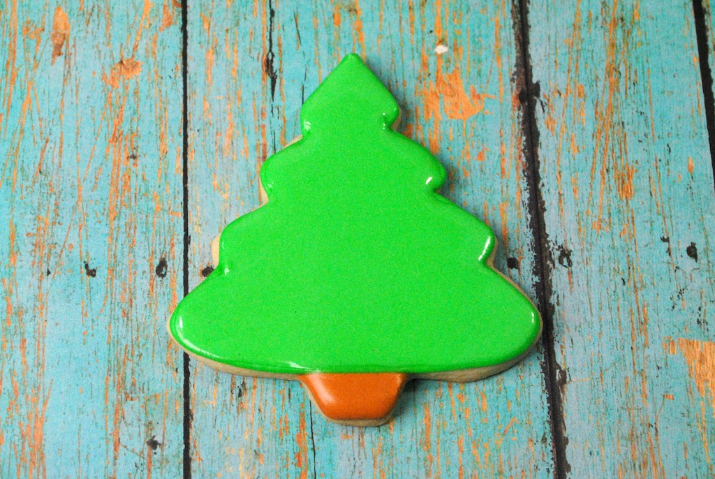 Fill in cookie tree with icing