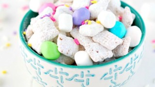 "Easter Muddy Buddies Recipe: ""Bunny Chow"""