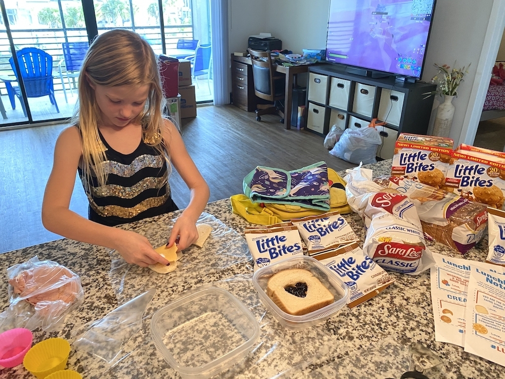 let kids help with making lunch