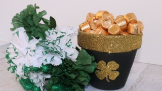 Easy St. Patrick's Pot Of Gold Craft #HeartThis DIY