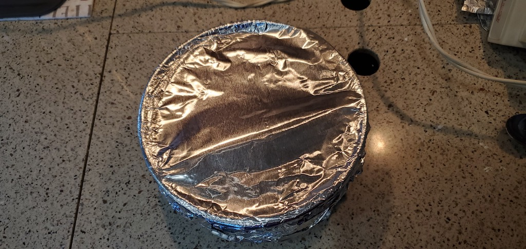 cover cheesecake with aluminum foil