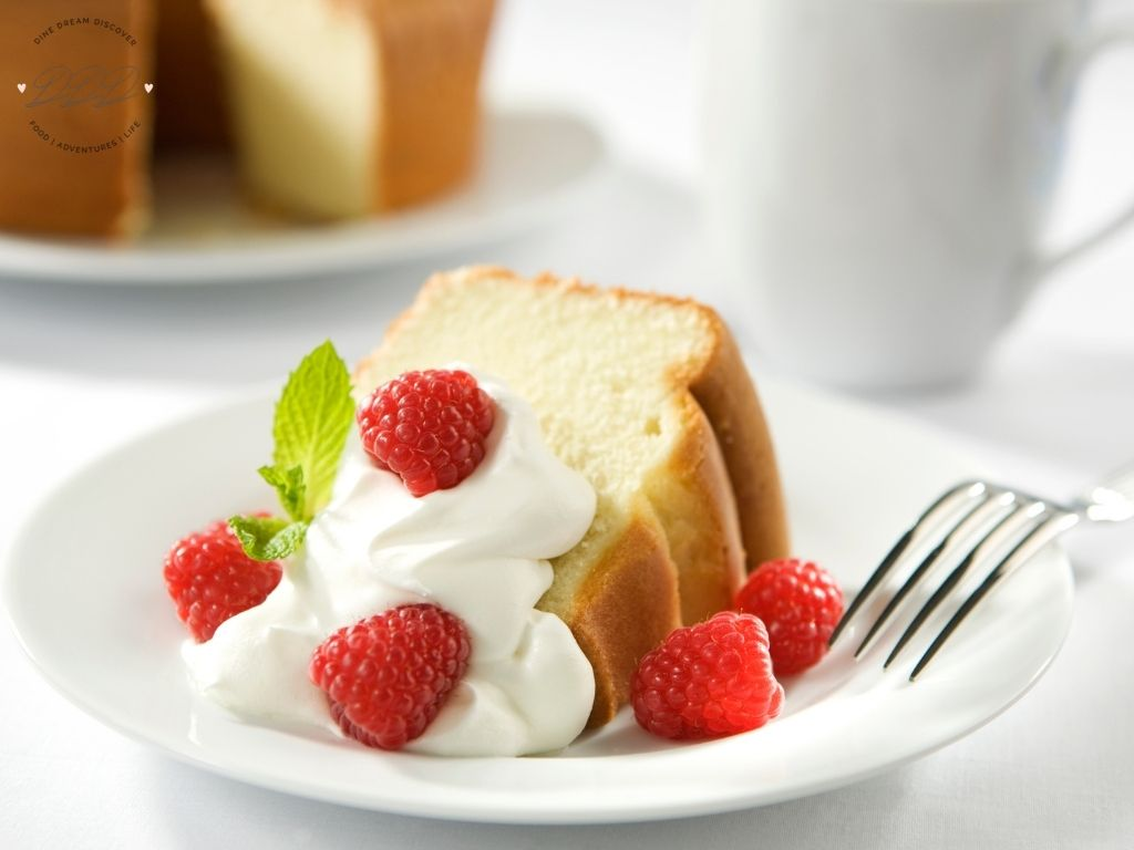 poundcake with whipped cream