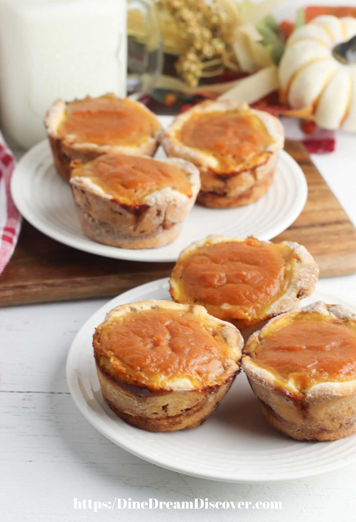 Cinnamon Roll Pumpkin Pie Cups