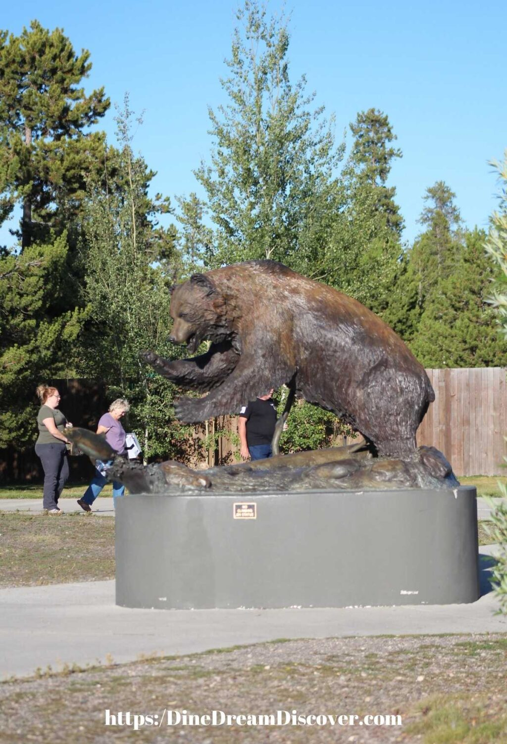 GRIZZLY WOLF CENTER
